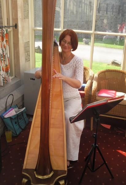 Marie France harpist
