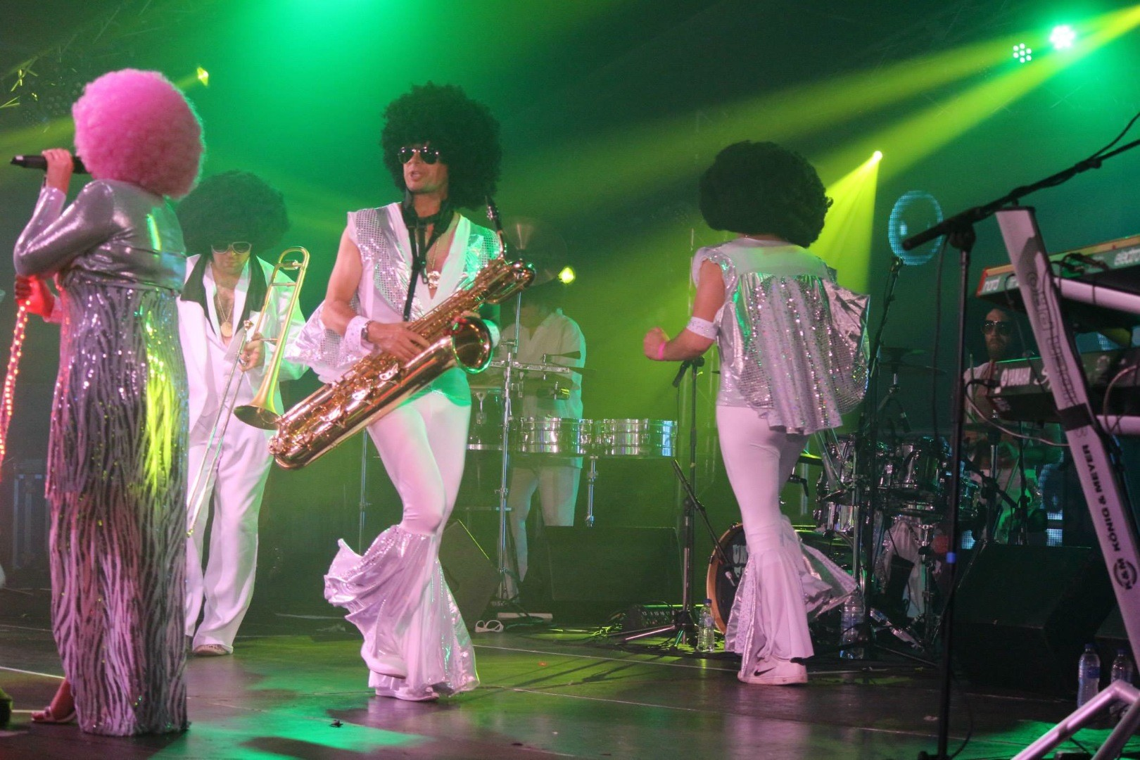70s Funk Bands : Disco chic s funk band hertfordshire alive