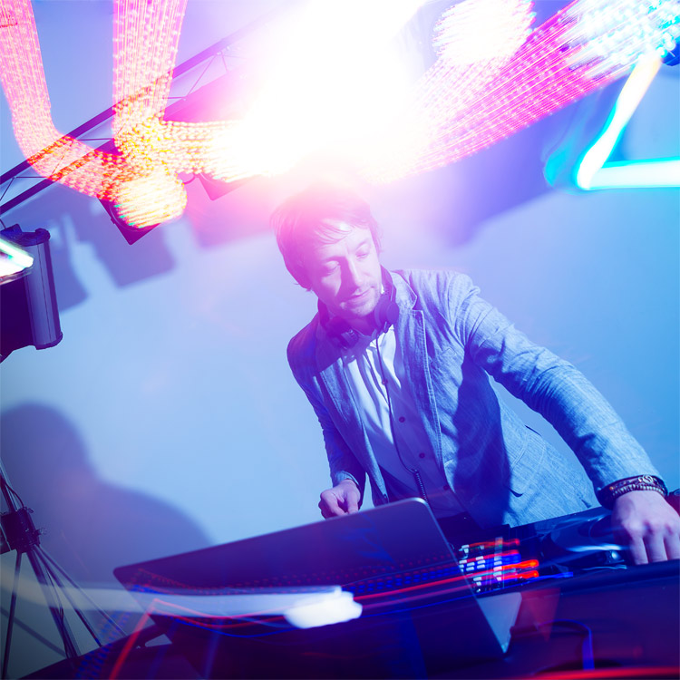 Choosing The Right DJ To Hire For Your Event