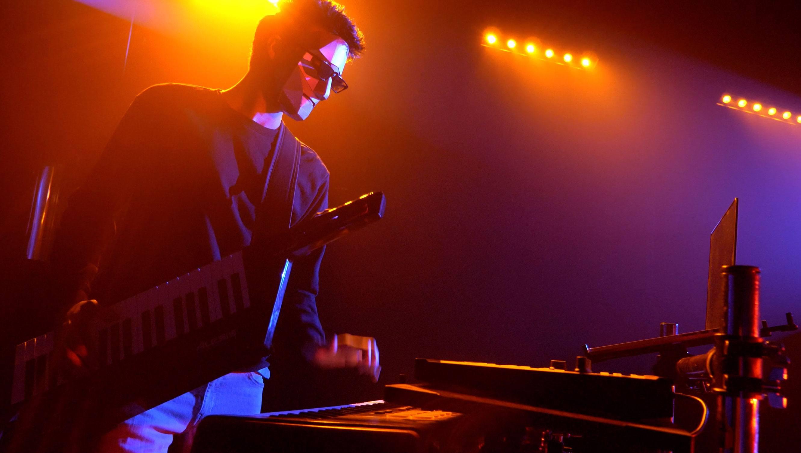 V3 | Rock and Pop Function Band Surrey | Alive Network
