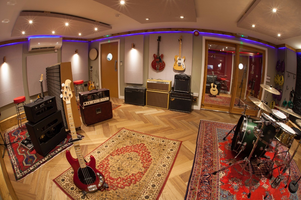 Join alive network earn a living playing music uk 39 s no for The family room recording studio