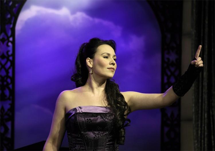 Opera singer - Alta Voce
